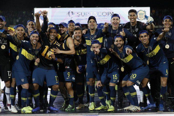 Plantel de Boca celebra el título logrado ante Central.