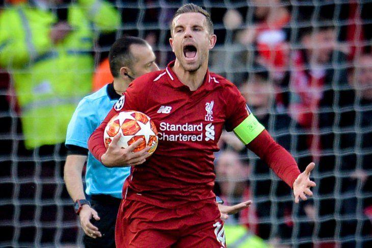 Jordan Henderson celebra una anotación del Liverpool.