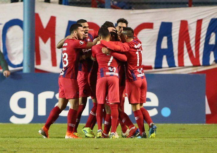 PRIMEROS. Cerro Porteño se quedó con el primer lugar del grupo E de la Libertadores.