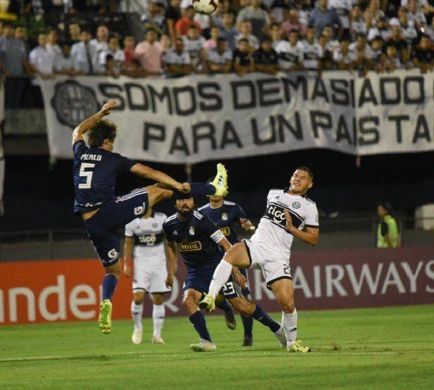 Olimpia perdió el invicto de la temporada ante Sporting Cristal de Perú.