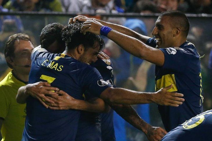 Jugadores de Boca celebran el tanto marcado ante Paranaense.