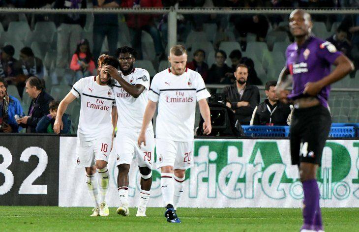 El Milan gana en Florencia y sigue en la pelea por la Champions