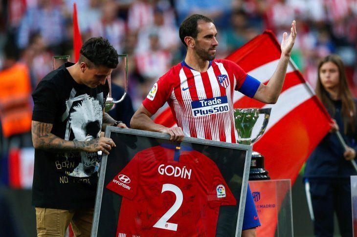 Diego Godín se despidió de la afición.