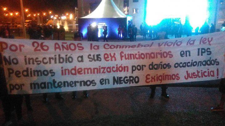 Manifestantes llegaron hasta la Conmebol.