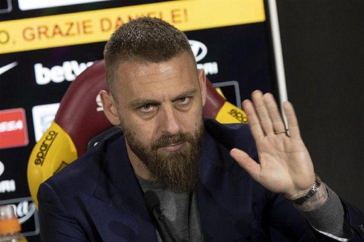 Daniele De Rossi anuncia su adiós de la Roma en conferencia de prensa.