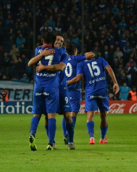 Tigre celebra su paso a semifinales de la Copa Superliga Argentina.