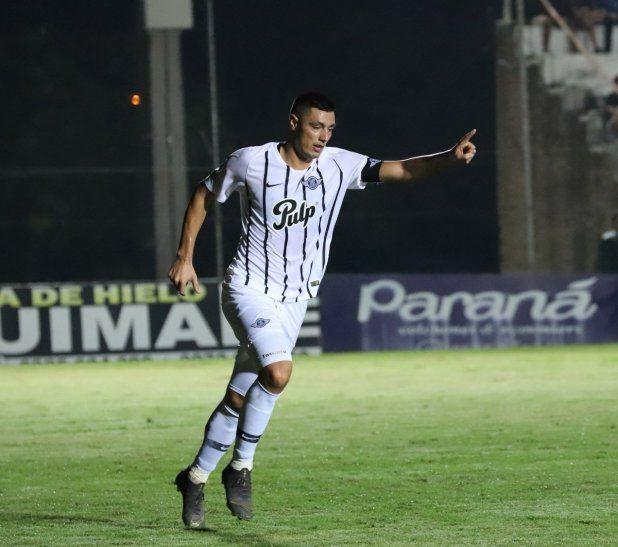 FIGURA. Gol y asistencia de Óscar Cardozo para la victoria de Libertad ante Santaní.