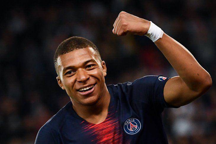 El PSG asegura que Mbappé seguirá en el equipo la próxima temporada.