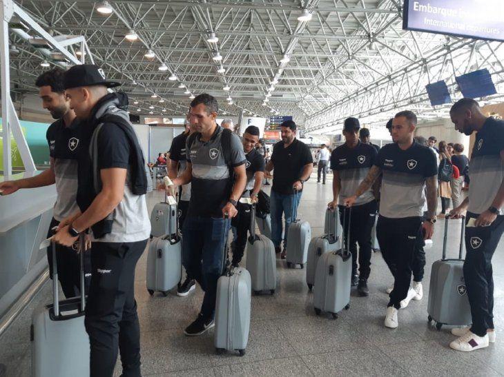 Jugadores del Botafogo antes de viajar a Paraguay.