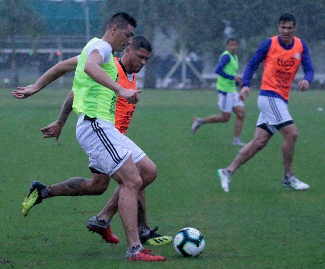 La Albirroja hizo fútbol en Ypané.