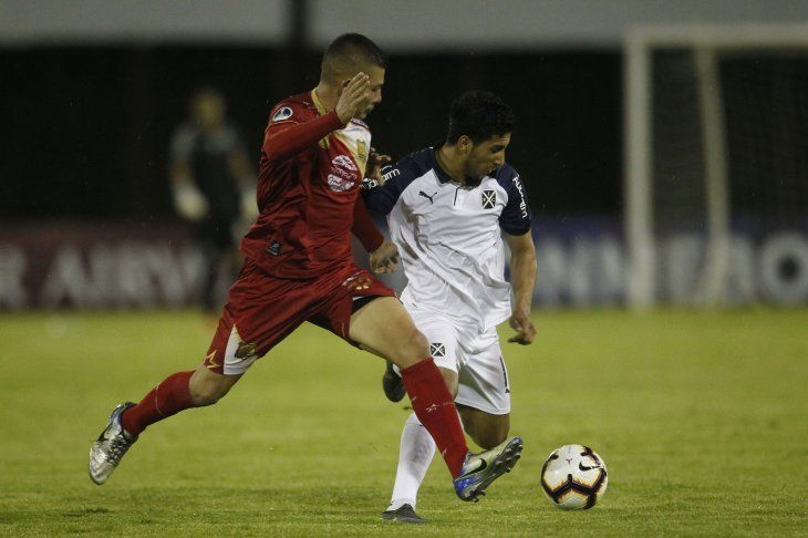 Domínguez hizo uno de los goles del partido.
