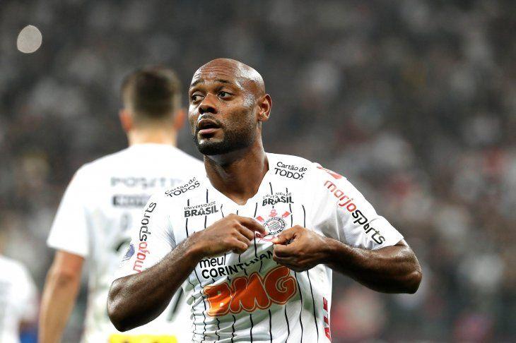 El Corinthians brasileño puso un pie en octavos de la Sudamericana.