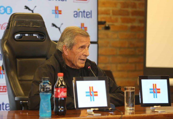 Tabárez dice que Suárez está trabajando bien y espera llevarlo a la Copa América