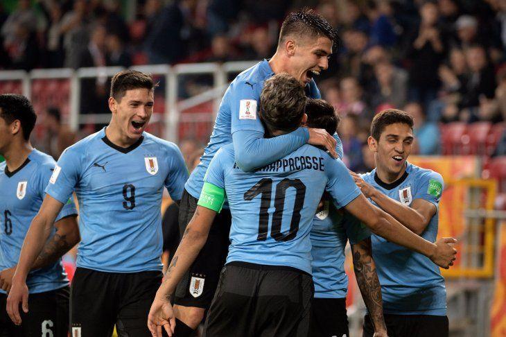 Uruguay, Ucrania, Nueva Zelanda y Nigeria ganan con solvencia en su estreno