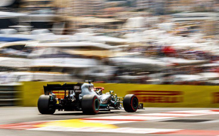 Hamilton saldrá desde la pole en Mónaco tras firmar nuevo récord de pista.