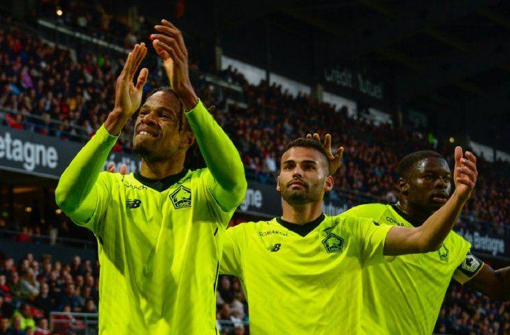 Jugadores del Lille agradece a su público.