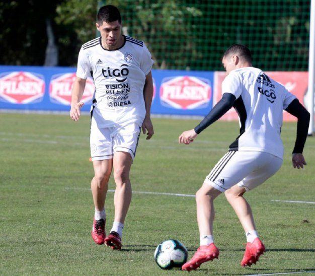 Miguel Almirón y Rodrigo Rojas durante un entrenamiento de la Albirroja.