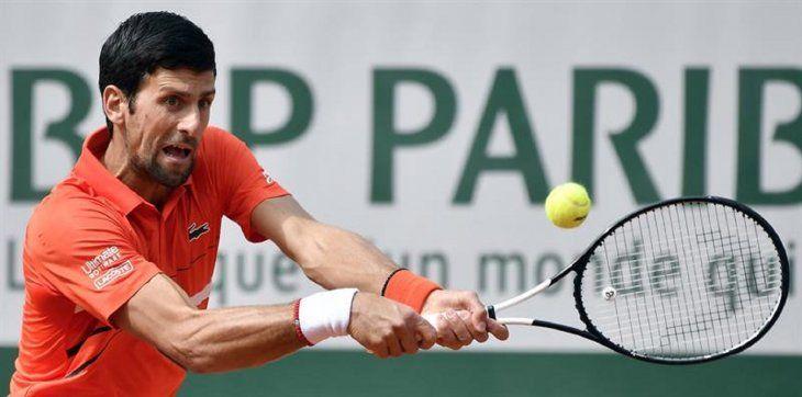 Djokovic avanza sin temblar a la segunda ronda de Roland Garros.