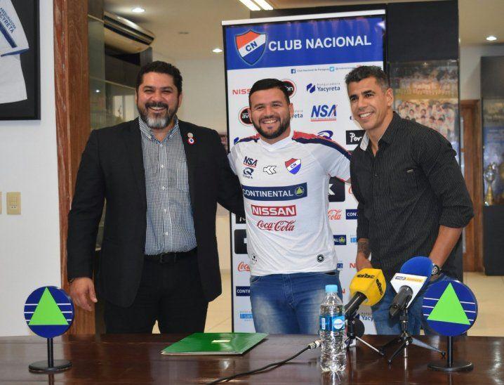 El Pinti Álvarez fue presentado en Nacional.