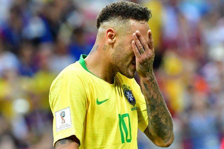 Neymar pierde el brazalete en la selección de Brasil.