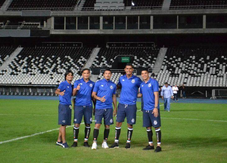 Jugadores de Sol durante el reconocimiento del estadio.