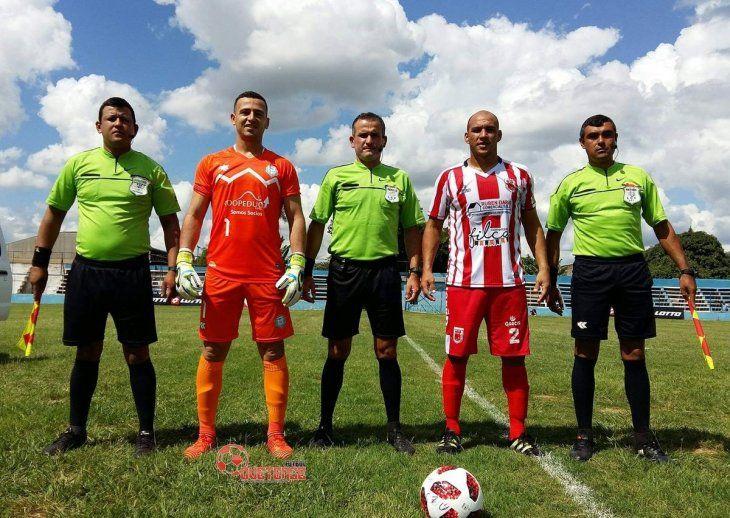 Ovetense y Caaguazú durante una Copa de Verano.