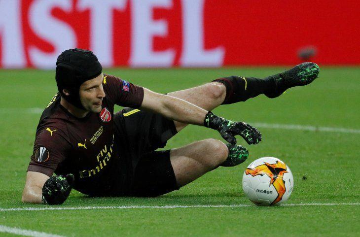 Petr Cech cuelga el casco tras una amarga goleada en la final de Bakú