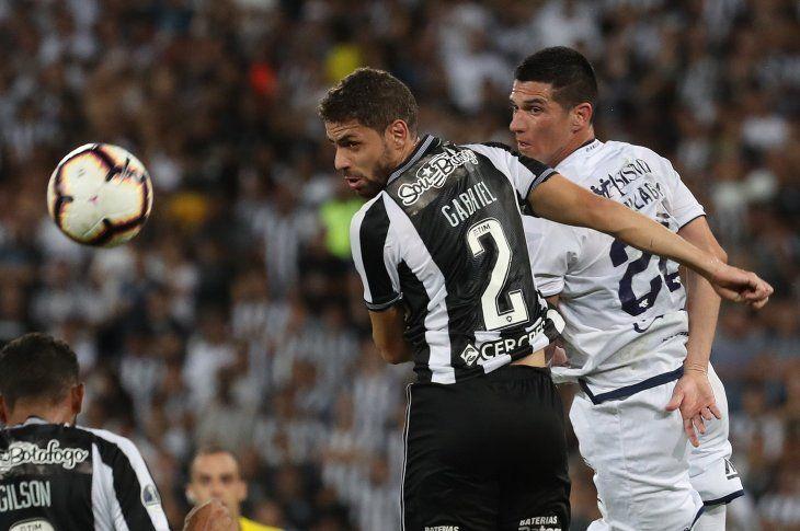 SUPERADO. Sol de América no pudo hacerle frente a un Botafogo contundente.