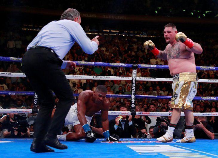 Ruiz se quedó con la corona por nocáut.