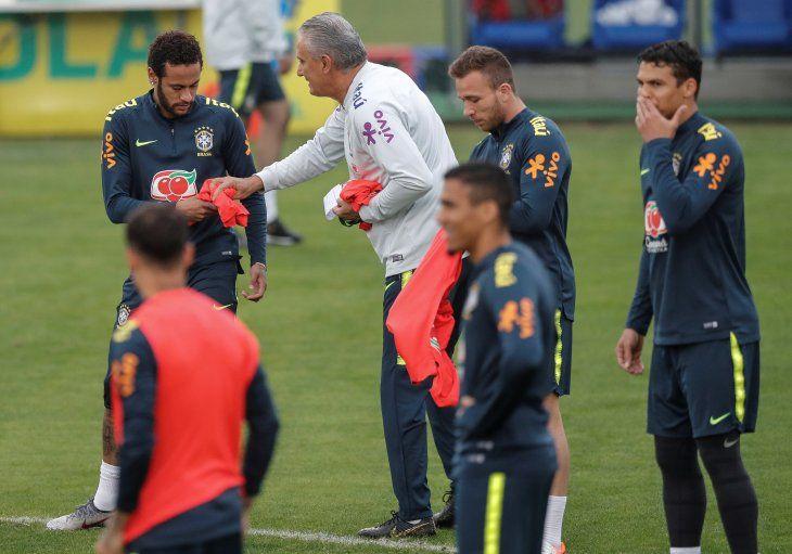 Tite considera imprescindible a Neymar.