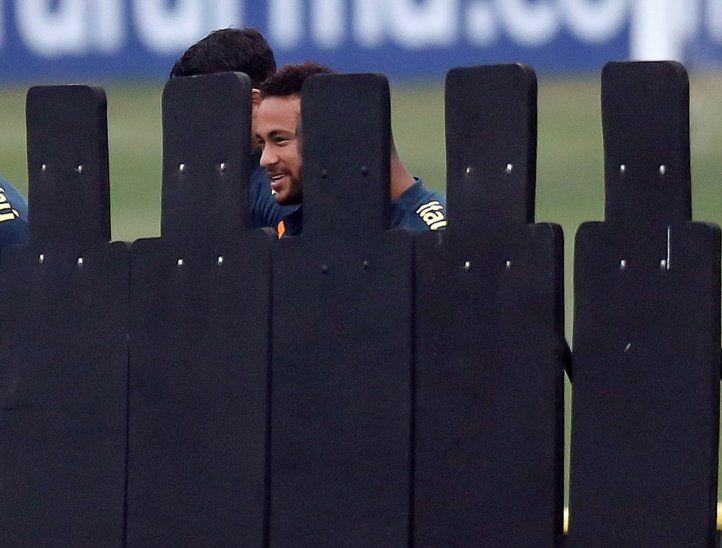 Neymar se metió en otro problema por tratar de defenderse.