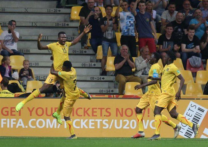 Jugadores de Malí celebran la anotación de un gol.
