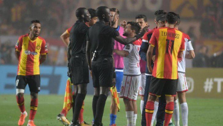 Obligan a repetir final de la Champions africana tras polémico arbitraje.