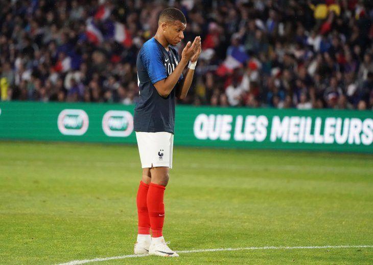 Mbappé animó a su compañero de equipo.