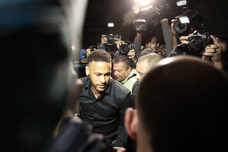 Neymar se olvida de Copa América y concentra su defensa por caso de violación