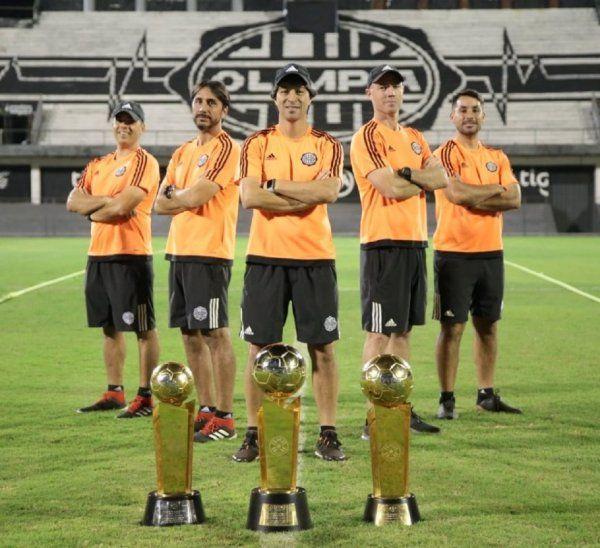 El cuerpo técnico tricampeón de Olimpia.