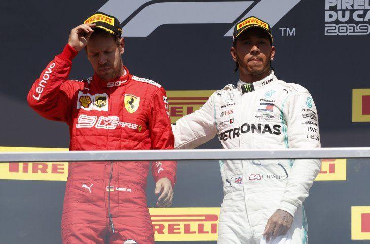 Sebastian Vettel junto a Lewis Hamilton.