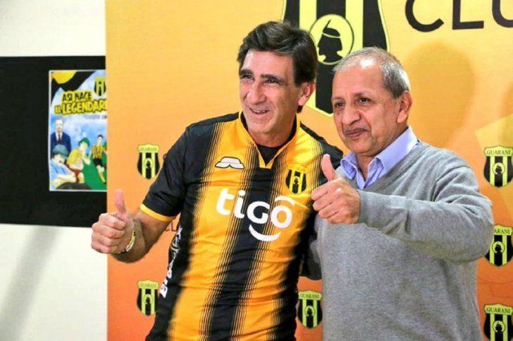 Gustavo Costas fue presentado en el cuadro legendario.