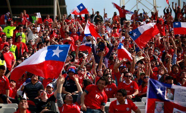 Chilenos confían más en su selección femenina que en la masculina.