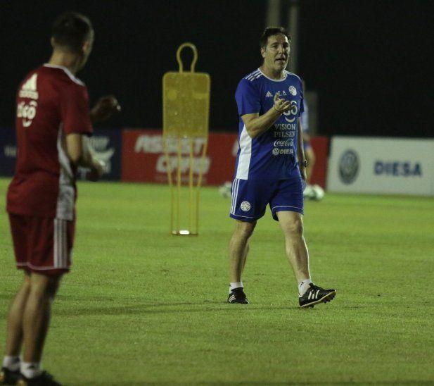 Berizzo va perfilando el equipo para el debut anta Qatar.