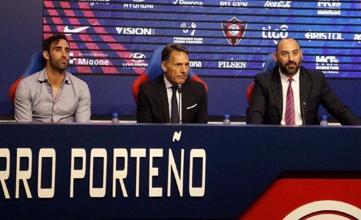 Roberto Nanni y Raúl Zapag presentan a Miguel Ángel Russo.