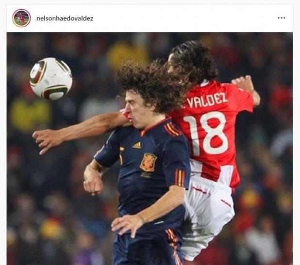 Haedo disputa el balón Carles Puyol.