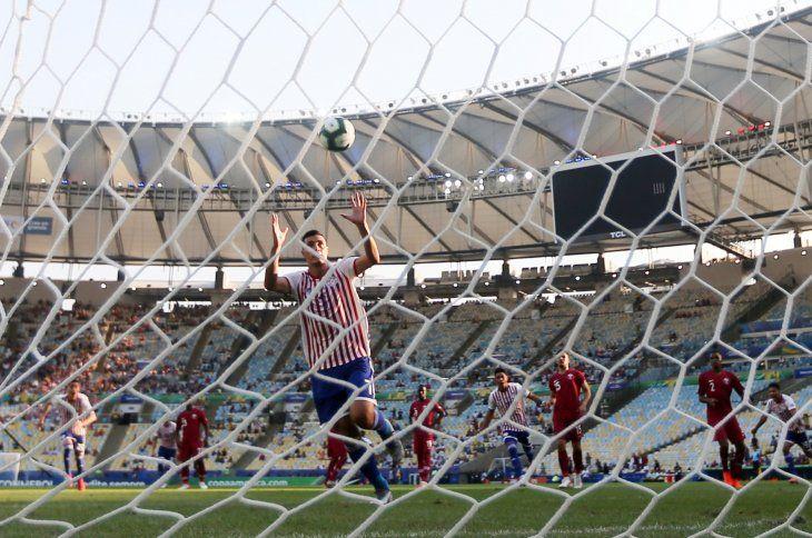 Tacuara Cardozo tras su gol de penal ante Qatar.