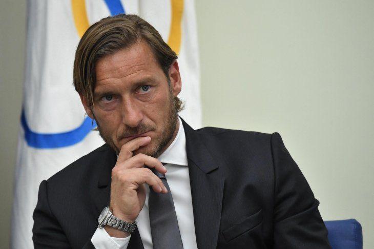 Totti deja a su Roma y arremete contra los dueños del club