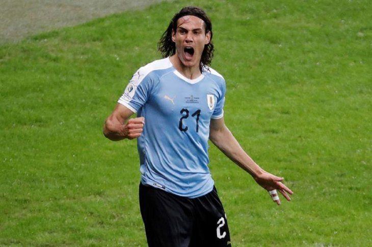 EdinsonCavanide Uruguay celebra un gol durante el partido Uruguay-Ecuador.