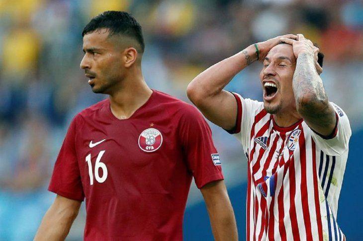 Hernán Pérez se lamenta durante el partido contra Qatar.