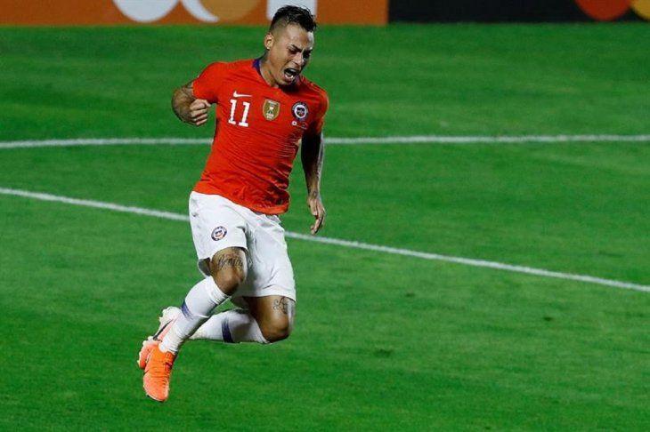 Eduardo Vargas celebra el gol contra Japón.
