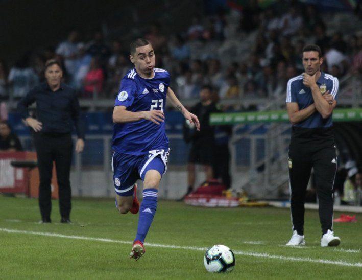 La corrida de Miguel Almirón para el gol albirrojo ante Argentina.