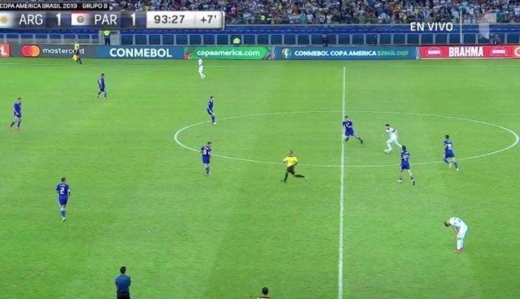 Messi durante un partido contra la Albirroja.