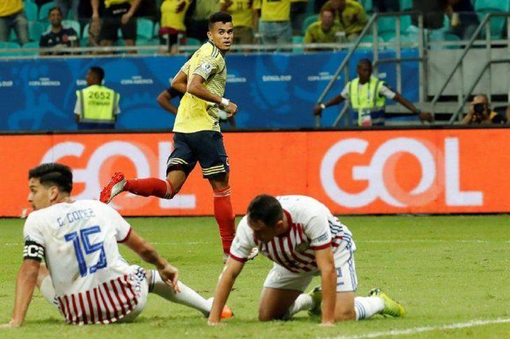 Luis Díaz celebra un gol que luego fue anulado por el VAR.